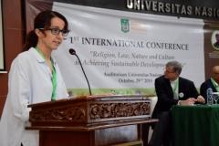 Karmele Liano Sanchez, BVSc., MSc. (Program Director International Animal Rescue Indonesia)