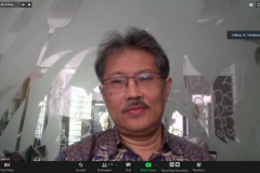 Prof. Arry Bainus dari Universitas Padjajaran selaku narasumber sedang memaparkan materinya