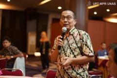 Dr.-Asep-S-Adhikerana-sebagai-Moderato-dalam-acara-Indonesia-Primate-Consevation-and-Climate-Change