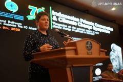 Dr.-Susan-Chenye-dalam-menyampaikan-materinya-di-acara-Indonesia-Primate-Consevation-and-Climate-Change