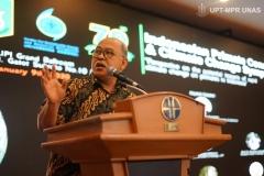 Prof.-Dr.-Gusti-Zakaria-Anshari-dalam-memberikan-materinya