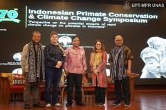 Semua-Speaker-Foto-Bersama-Dalam-Acara-Indonesia-Primate-Consevation-and-Climate-Change