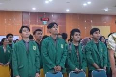 Peserta Perayaan Dies Natalis FEB ke 55 menyanyikan lagu Indonesia Raya dan Mars UNAS02