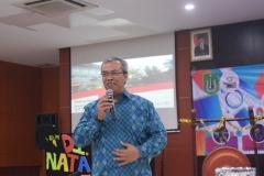 Staf Ahli bidang Ekonomi dan Kawasan Pariwiasata, Anang Antono memberikan materinya