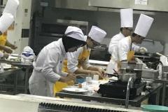 Salah Satu Mahasiswa Akparnas sedang memasak