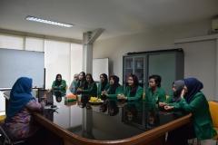 Mahasiswa saat mendengarkan arahan dari Accessor