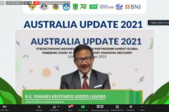 Dubes RI untuk Australia dan Vanuatu, H.E. Yohanes Kristiarto Soeryo Legowo sedang memberikan sambutannya dalam  pembukaan kegiatan Australia Update 2021 secara virtual.