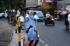 UPT MPR - PPMB bagi bagi takjil ke pangguna jalan