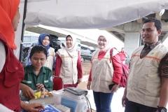 Rombongan FIKES UNAS yang dipimpin oleh Dekan FIKES Dr. Retno Widowati, M.Si saat mengecheck posko bantuan