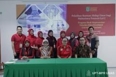 Foto bersama pimpinan fikes, dosen, dan instruktur pelatihan saat kegiatan Pelatihan Bantuan Hidup Dasar Mahasiswa Perawat Gelombang 2 di ruang 603 (30/1)
