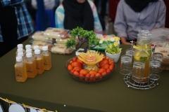Produk makanan yang dijual belikan oleh mahasiswa di bazar kewirausahaan