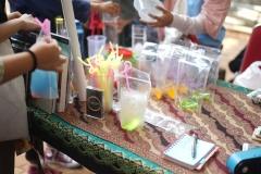Produk minuman yang dijual belikan oleh mahasiswa di bazar kewirausahaan