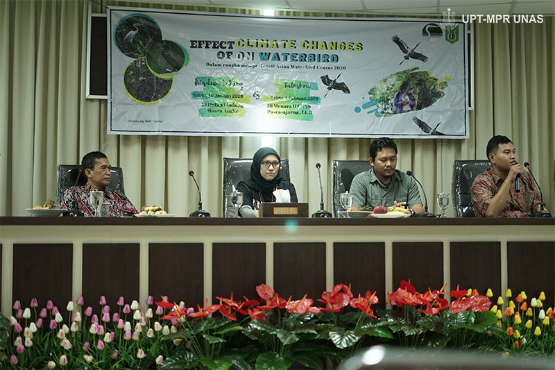 "Talkshow Asian Waterbird Census (AWC) 2020 yang bertajuk  ""Effect of Climate Changes on Waterbird"". Pada Sabtu (1/2) di Ruang Seminar Lantai 3 Menara 1 Unas."