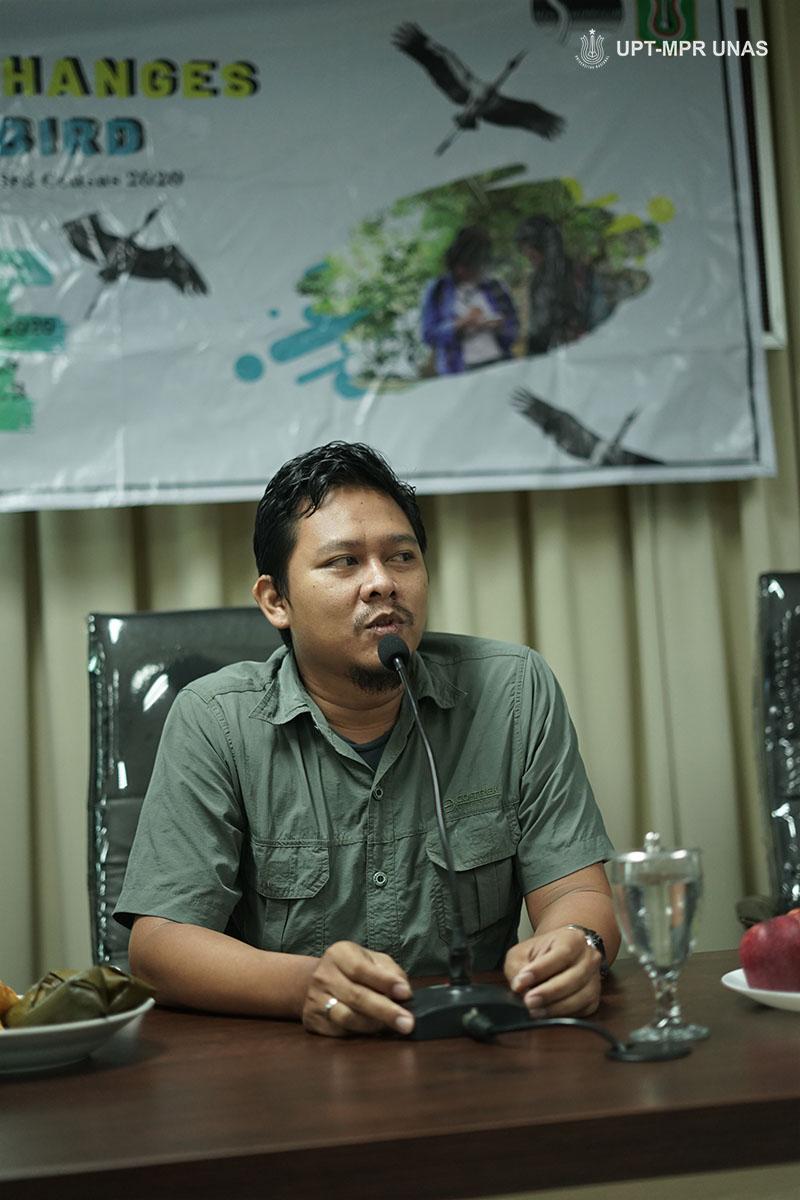 "narasumber talskhow mensharing tentang burung air pada Talkshow Asian Waterbird Census (AWC) 2020 yang bertajuk  ""Effect of Climate Changes on Waterbird"". Pada Sabtu (1/2) di Ruang Seminar Lantai 3 Menara 1 Unas."