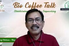 "Moderator Bambang Warsono, M.Si.M. saat memandu acara Bio Coffee Talk ""Peneliti Gak Nulis Belum Peneliti : Ngobrol Bareng Seru dengan Para Peneliti"" Minggu 29 Agustus 2021"