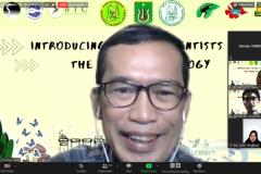 Dekan Fakultas Biologi Dr. Tatang Mitra Setia, M.Si. saat memberikan sambutan dalam Kuliah Umum Introducing Future Scientists to the World of Biology via zoom pada Sabtu, 23 Januari 2021