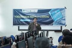 Wakil Rektor Bidang Akademik Prof. Dr. Iskandar Fitri, S.T., M.T. saat memberikan sambutan pada kegiatan Training of Trainer pengembangan materi E-Learning di Lab. Jarkom Blok 4 lantai 4