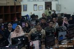 Para dosen yang mengikuti Training of Trainer pengembangan materi E-Learning di Lab. Jarkom Blok 4 lantai 4