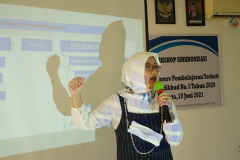 Kepala Badan Penjaminan Mutu UNAS, Dr. Erna Ermawati Chotin, M.Si., pada kegiatan BPM-UNAS dalam pembahasan dan workshop Sinkronisasi Sistem Monev Pembelajaran Terkait Permendikbud No. 5 Tahun 2020 pada hari Jumat, 18 Juni 2021