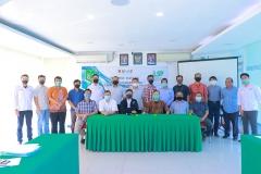 Foto bersama seluruh penyelenggara, asesor dan para peserta dalam kegiatan Uji Kompetensi Ahli Perawatan Bangunan Gedung pada Sabtu 12 Desember 2020 di Ruang Seminar Selasar Lantai 3 Universitas Nasional