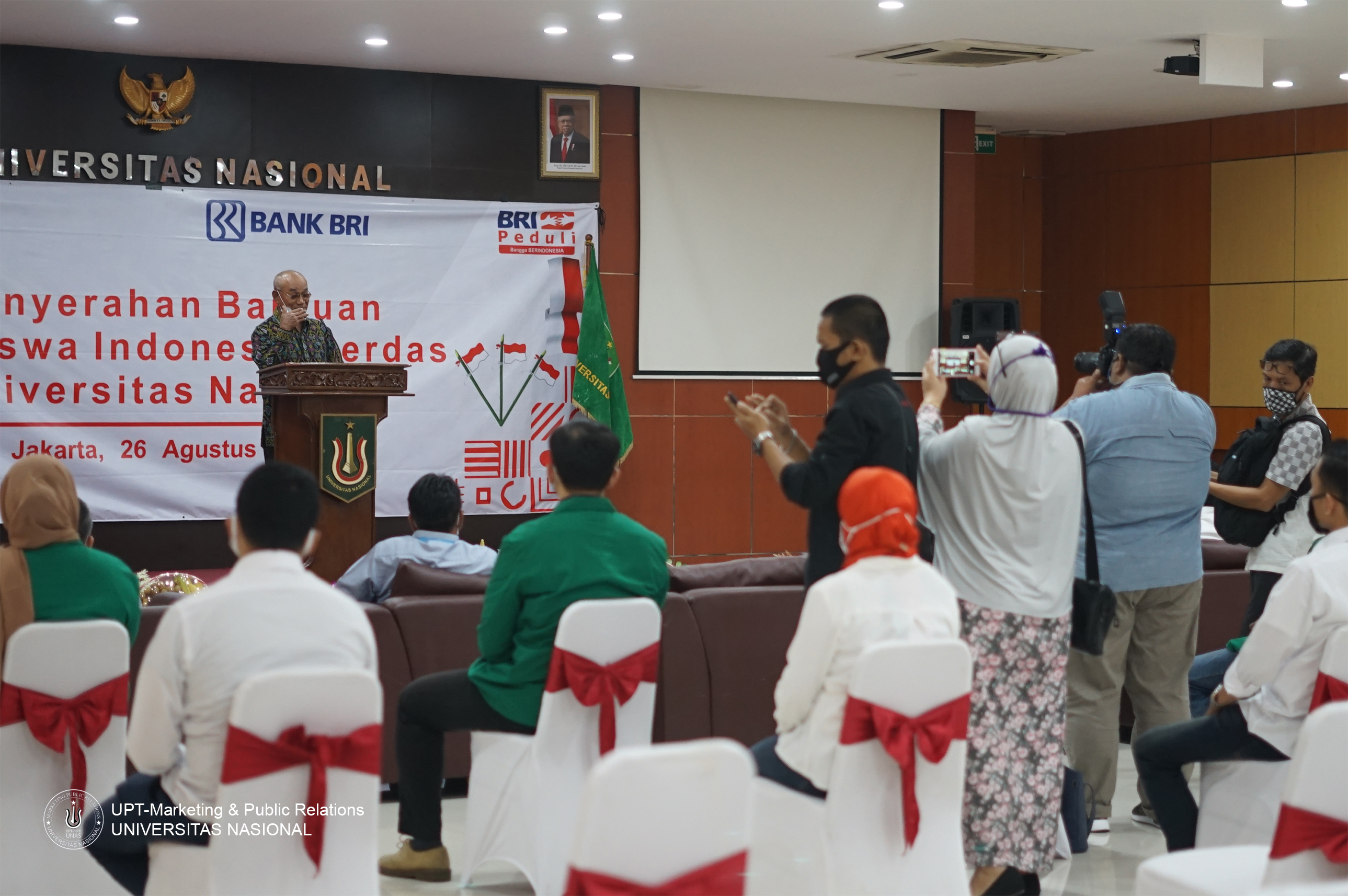 Rektor UNAS (Dr.Drs. El Amry Bermawi Putera, M.A) sedang memberikan sambutan