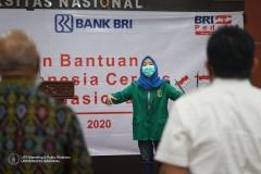 Rektor UNAS (Dr.Drs. El Amry Bermawi Putera, M.A) beserta jajaran dan pimpinan Bank BRI jakarta sedang menyanyikan lagu Indonesia Raya