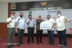 Penyerahan Bantuan Beasiswa Indonesia Cerdas kepada UNAS