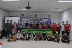 Foto bersama  para panitia, instruktur, dan peserta dalam kegiatan BTCLS di gedung menara Unas
