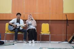 penampilan akustik dari mahasiswa FTKI (3)