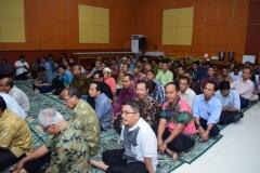 kemeriahan dosen dan karyawan unas dalam acara buka puasa bersama