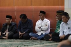 Dr.Drs. El Amry Bermawi Putera, M.A (Rektor UNAS) duduk bersama para pimipinan UNAS