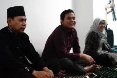 (Kiri-kanan) Ketua Yayasan Nur Kebagusan Tarmuji, Ketua Program Studi Ilmu KeperawatanNs. Dayan Hisni, S.Kep., M.N.S, Dekan FIKES UNAS Dr. Retno Widowati, M.Si