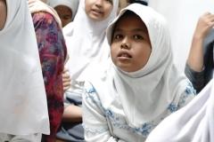 """Salah satu anak yatim pada acara Buka bersama dan santunan anak yatim """"Ramadhan penuh berkah untuk kita yang membutuhkan' di gedung pascasarjana menara 2 UNAS lantai 2"""
