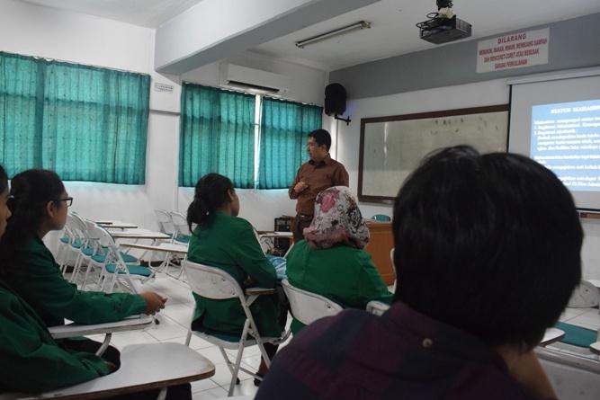Para Instruktur memperkenalkan tentang unas ke para peserta