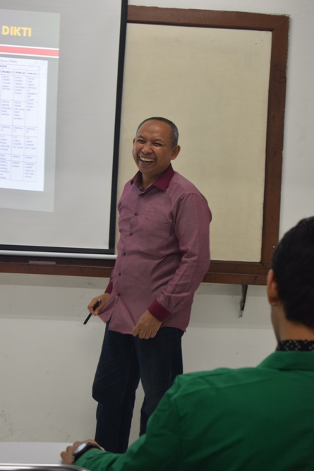 Para Instruktur memperkenalkan tentang unas ke para peserta 6