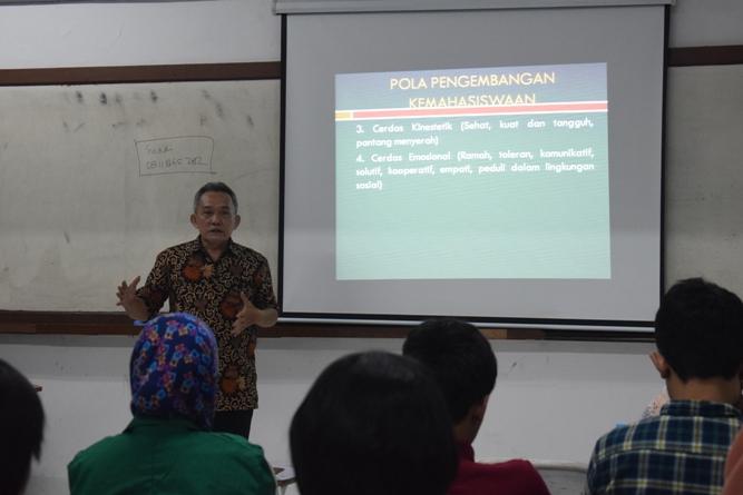 Para instruktur memperkenalkan Unas kepada peserta 3