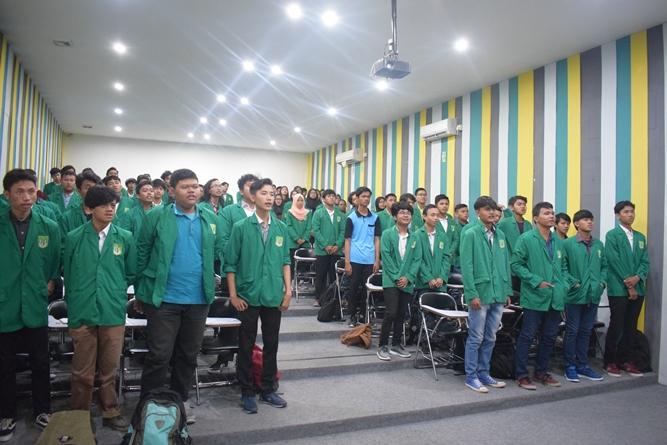 Suasana di ruang teater Universitas Nasional