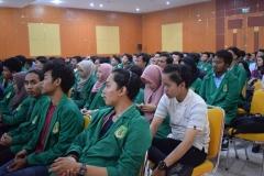 Para peserta character building di aula Universitas Nasional