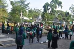 Para peserta character building ditaman Universitas Nasional3