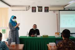 Dr. Heni Jusuf, S.Kom, M.Kom., dalam pelaksanaan kegiatan Coaching Clinic Kurikulum MBKM dan Pembuatan CPL-OBE yang diselenggarakan oleh Tim Implementasi MBKM UNAS bulan Mei 2021