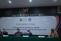 Pembukaan kegiatan coaching clinic oleh moderator di Aula Blok I Lantai IV Unas13