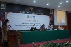 Pembukaan kegiatan coaching clinic di Aula Blok I Lantai IV Unas.