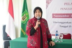 Wakil Rektor Bidang Penelitian dan Pengabdian kepada masyarakat Prof. Ernawati Sinaga saat memberikan sambutan
