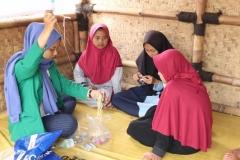 proses pelatihan oleh mahasiswa kepada anak-anak
