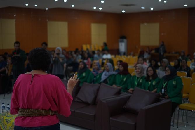 """workshop bengkel jurnalistik """"Meningkatkan Kreativitas Jurnalistik Jurnalis Dalam Menulis Naskah Program dan Berita Online"""" di Auditorium blok 1 lantai 4 Universitas Nasional,  Kamis (25/4)"""