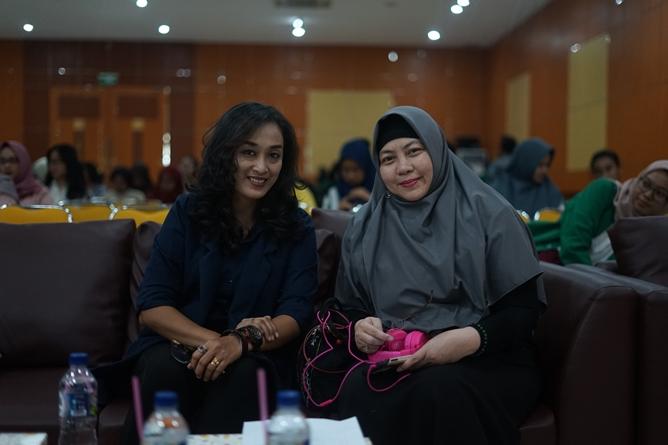 (Kiri-kanan) Dosen Ilmu Komunikasi Universitas Nasional Swastiningsih S.E., M.Si., Wakil Kabid Publikasi dan Komunikasi BPP Perhumas Henny Puspitasari