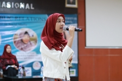 Peserta Workshop Public Relations melakukan Public Speaking