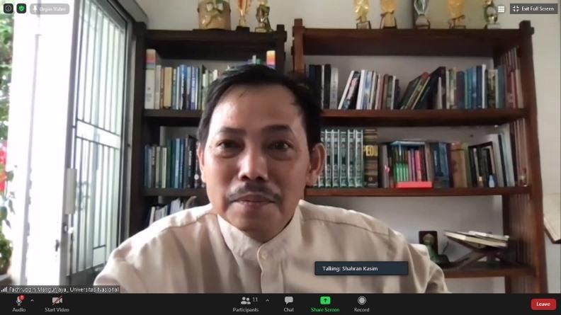 Ketua PPI Unas, Dr. Fachruddin Mangunjaya selaku narasumber sedang menyampaikan materinya dalam kegiatan