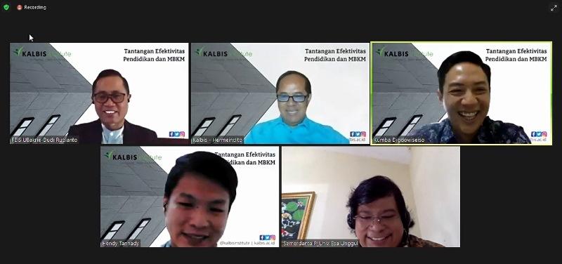 """Foto bersama Narasumber dan Moderator dalam Webinar """"Tantangan Efektivitas Pendidikan & MBKM"""" yang diselenggarakan oleh FBK Kalbis Institute pada hari Senin, 2 Agustus 2021"""