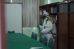 Selain ruang pimpinan UNAS, Badan/ Biro/ UPT, ruang kelas perkuliahan. Petugas juga menyemprotkan disinfektan di  ruang rapat fakultas agar terbebas dari covid-19 pada Minggu (22/3)